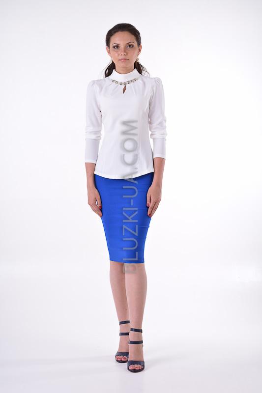 63636b31ea7 Белая блуза с высоким воротником-хомут и украшением из камней - купить в  Украине. ...